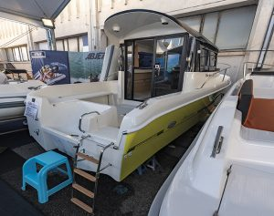 Manara 21 Pilothouse